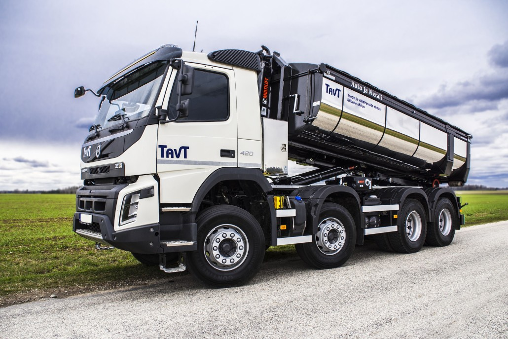XR18-Volvo-Side-3
